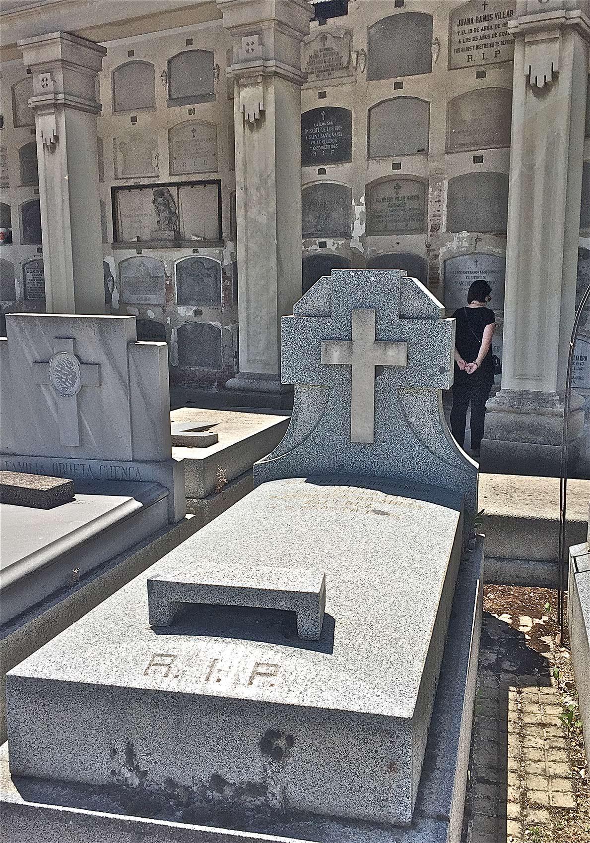Tomb of Roberto Domingo